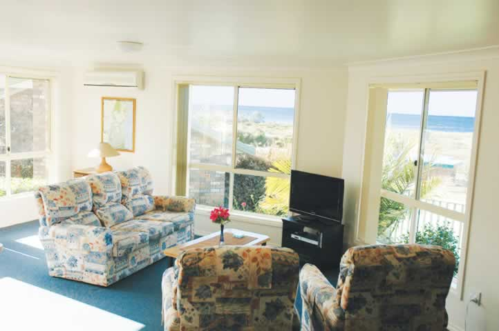 bermagui accommodation Loungeroom Townhouse 2