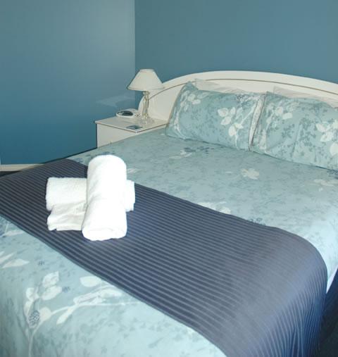 Queens beds in all main bedrooms.