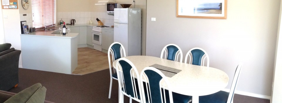 bermagui accomodation kitchen dining